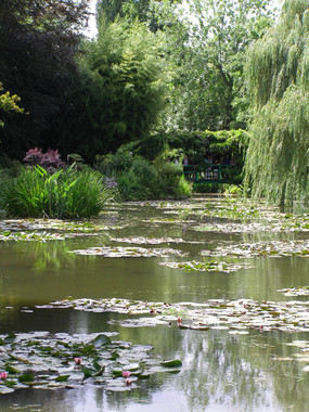 giverney garden.JPG