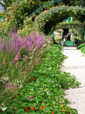 giverney garden 2.JPG